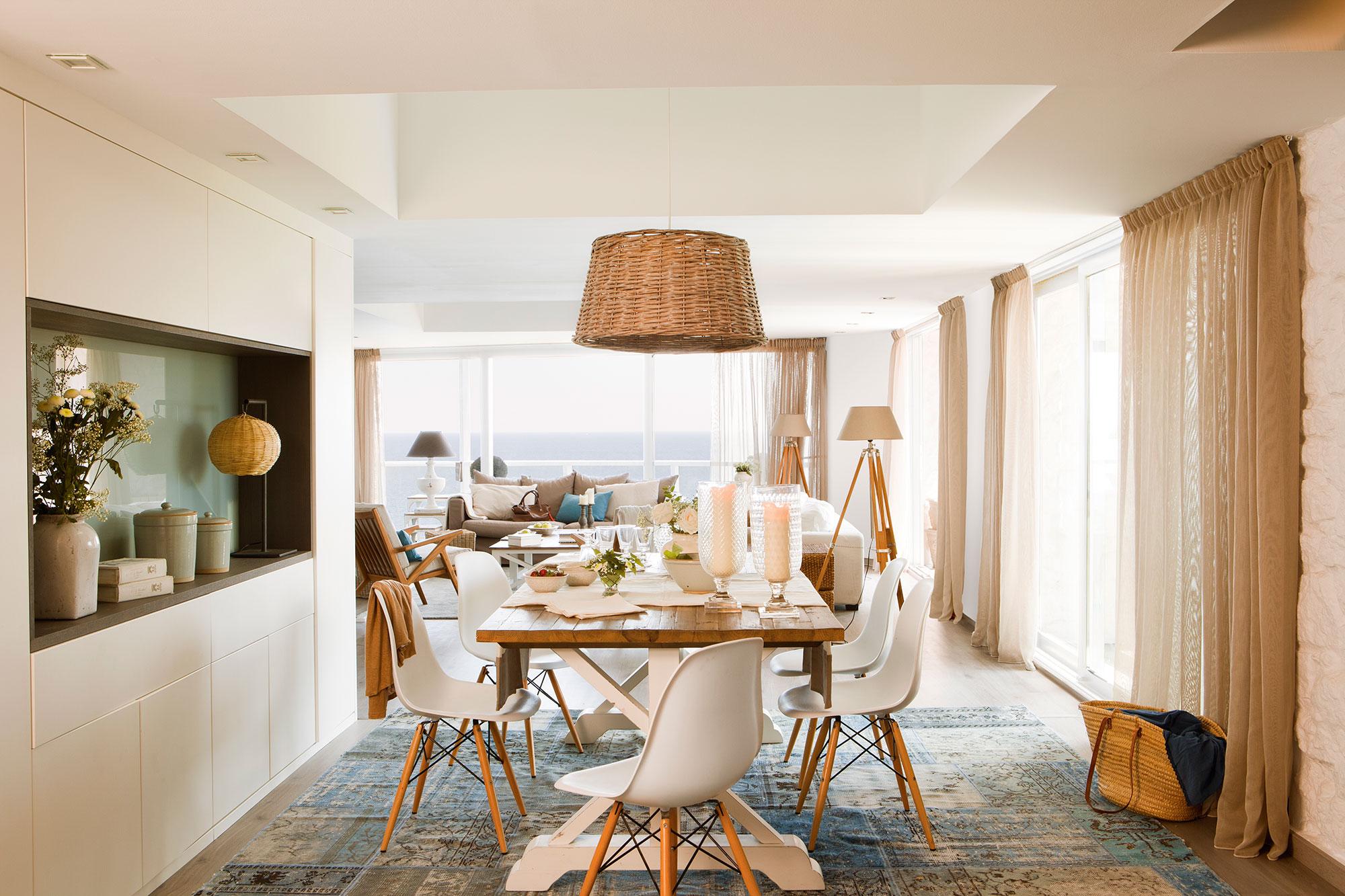 Los 50 mejores comedores de el mueble for Sillas de madera para salon