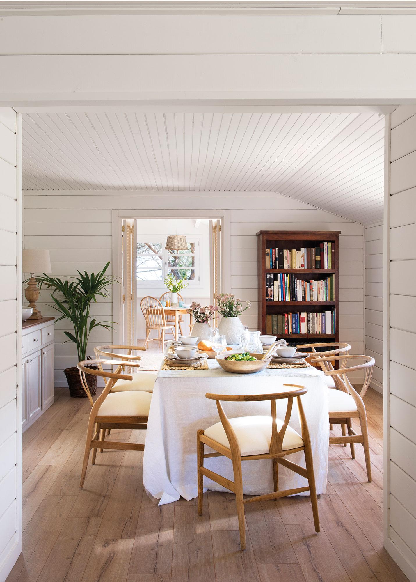 Los 50 mejores comedores de el mueble for Mesas de comedor madera blanca