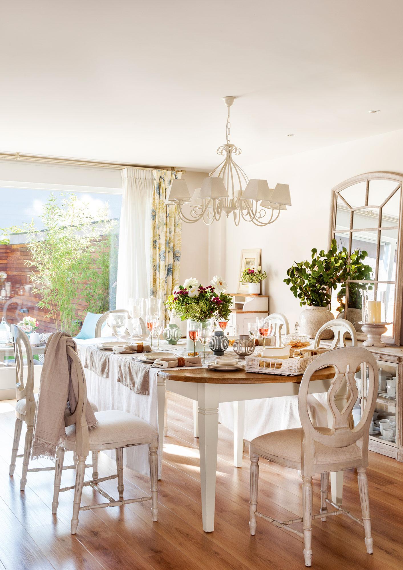 Los 50 mejores comedores de el mueble for Mesa comedor blanca y madera