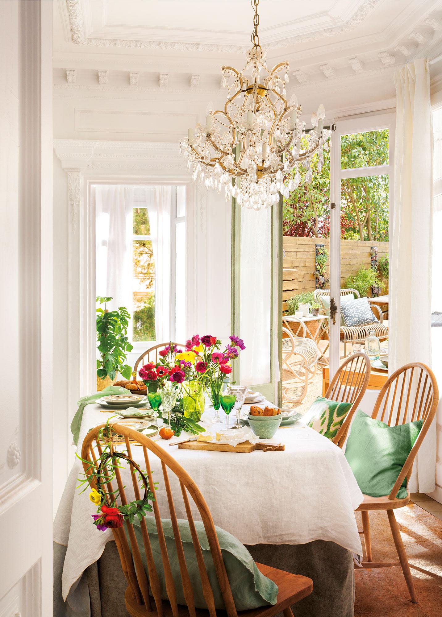 Los 50 mejores comedores de el mueble for Comedor hexagonal