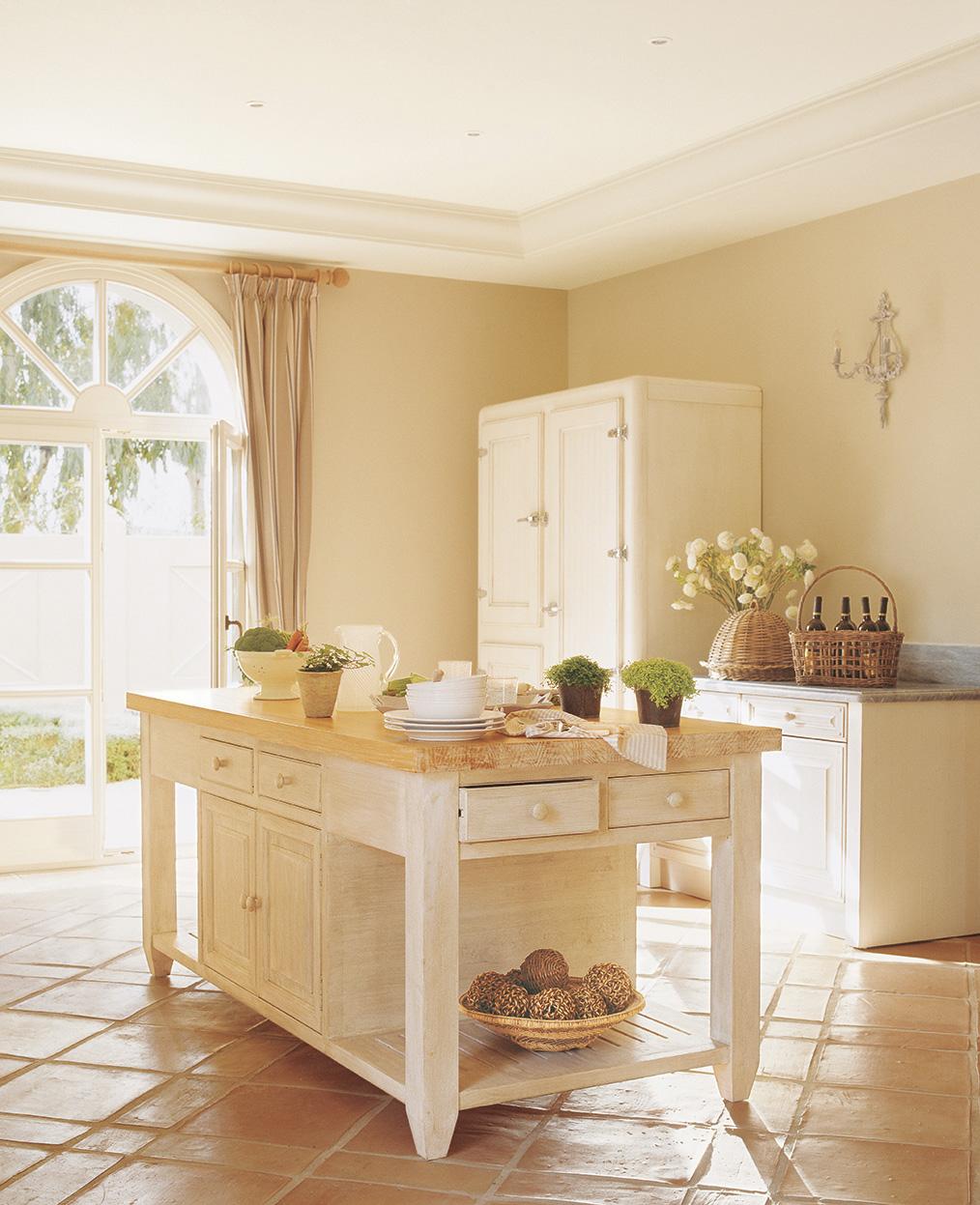 00161231. Mueble de madera en blanco con encimera de madera sirve de isla para la cocina_00161231