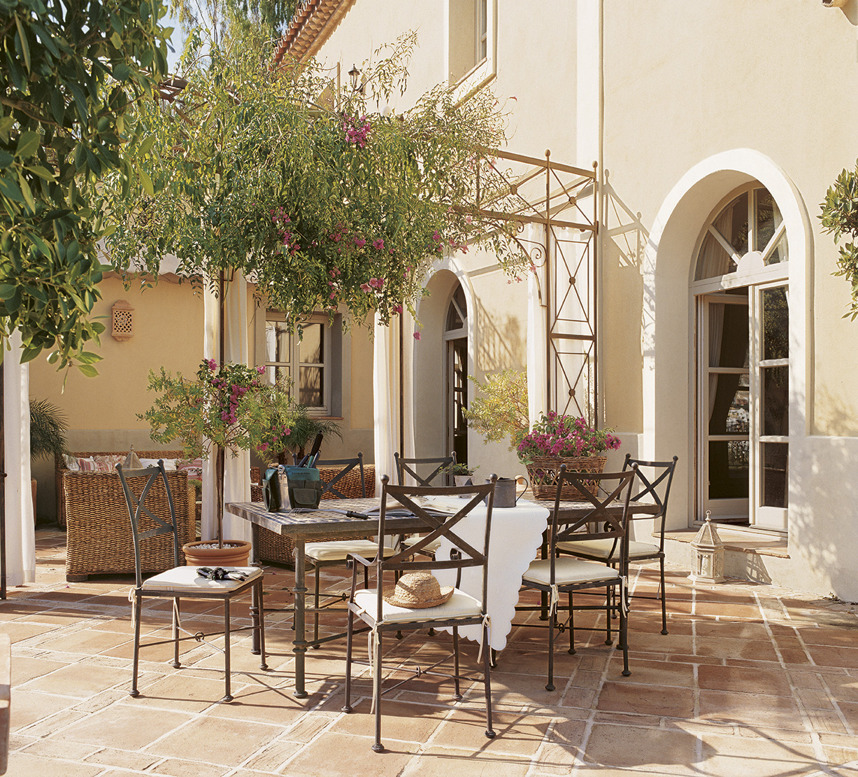 Patios interiores andaluces simple good awesome tpico - Patios interiores andaluces ...