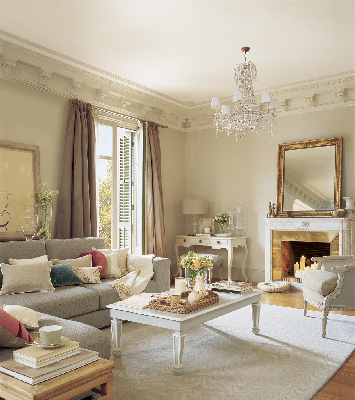 Una belleza recuperada con arte for Living estilo clasico