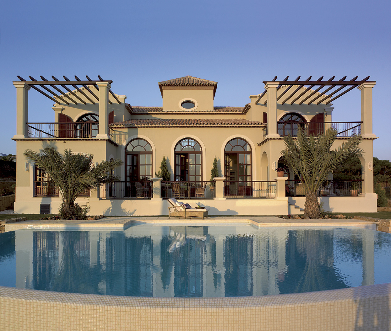Casas grandes con jardin y piscina planos planos de casas for Planos de casas con piscina y jardin