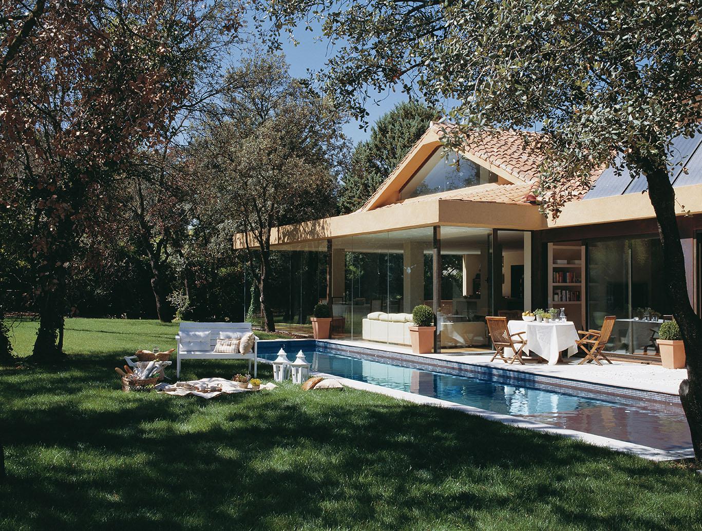 La casa de paredes invisibles - Casas con porche ...