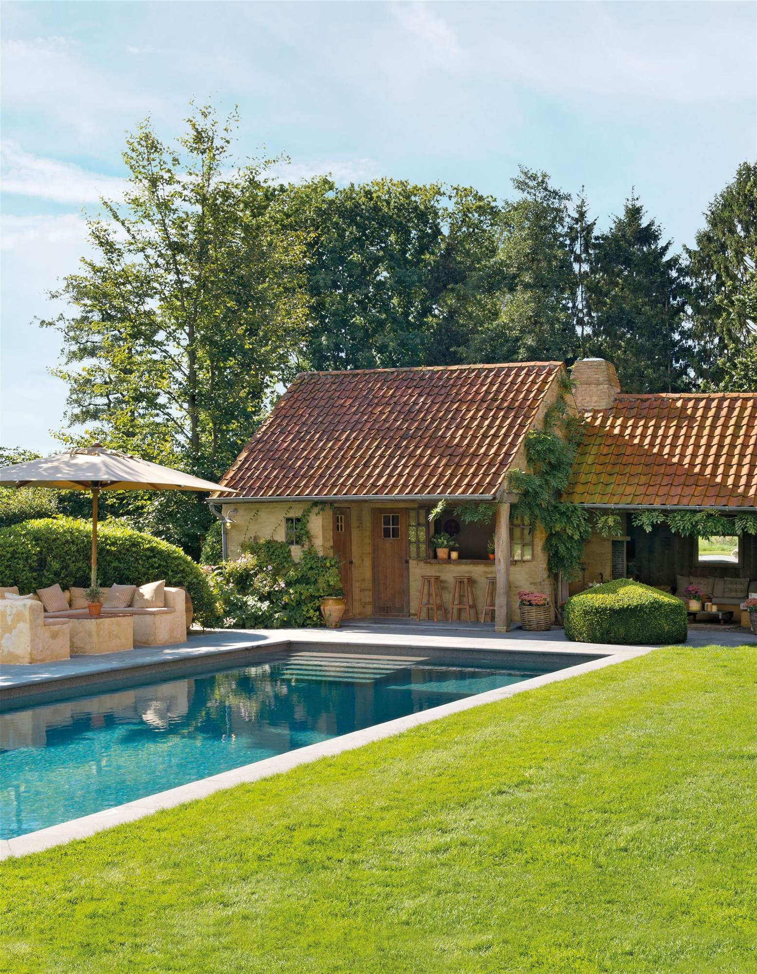 Las 50 mejores piscinas de el mueble for Piscinas pequenas en jardines pequenos