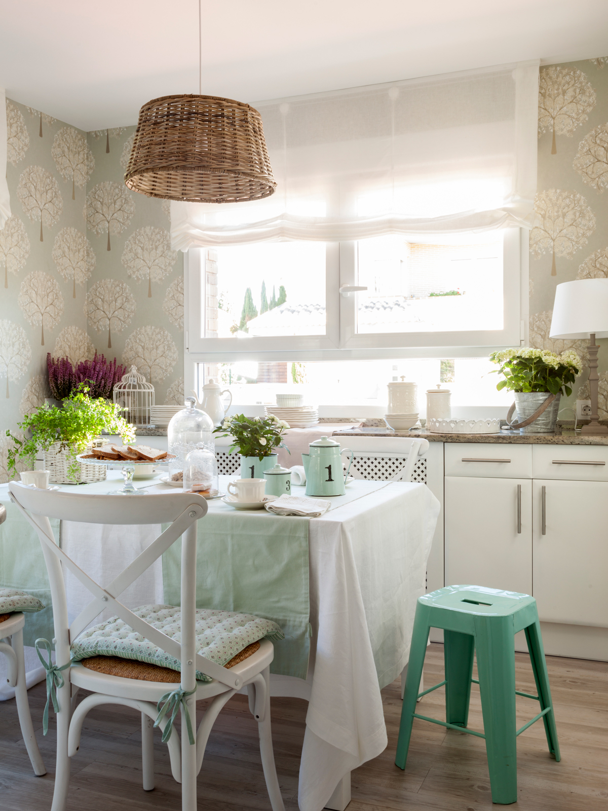 Dale color a tu cocina blanca - Papel vinilico para cocinas ...