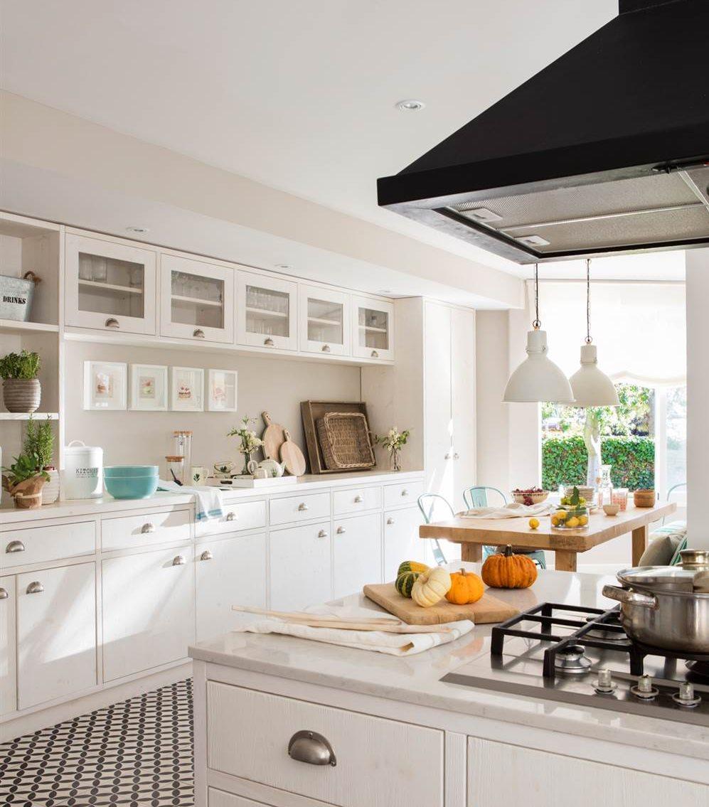 Dale color a tu cocina blanca for Barra utensilios cocina