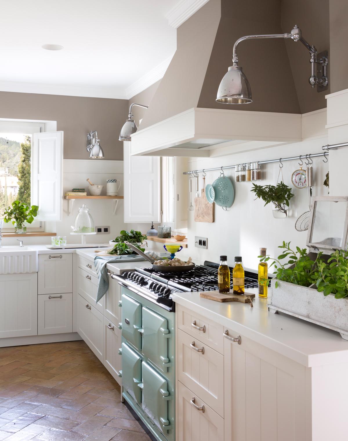 Dale color a tu cocina blanca - Cocina rustica blanca ...