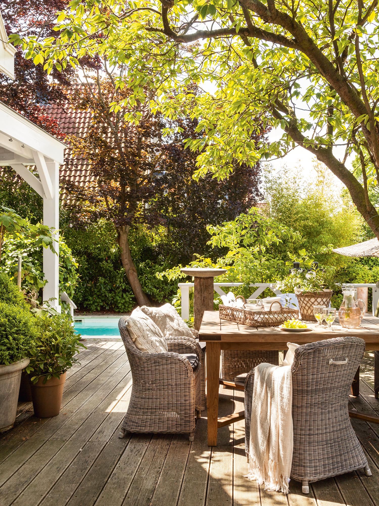 Comedores de exterior los 50 mejores de el mueble for Casas decoradas con plantas naturales
