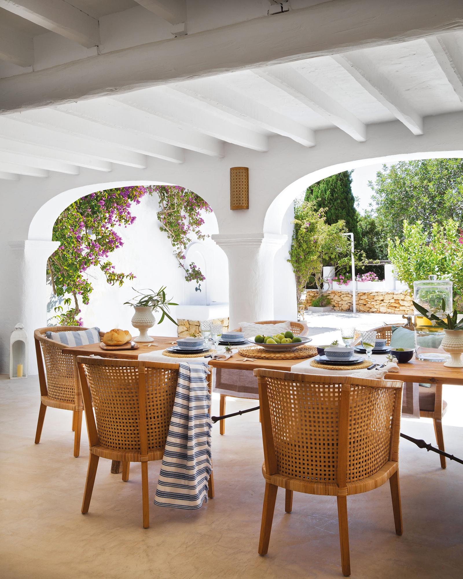 Porche porches de madera modernos o r sticos elmueble for Mesa porche