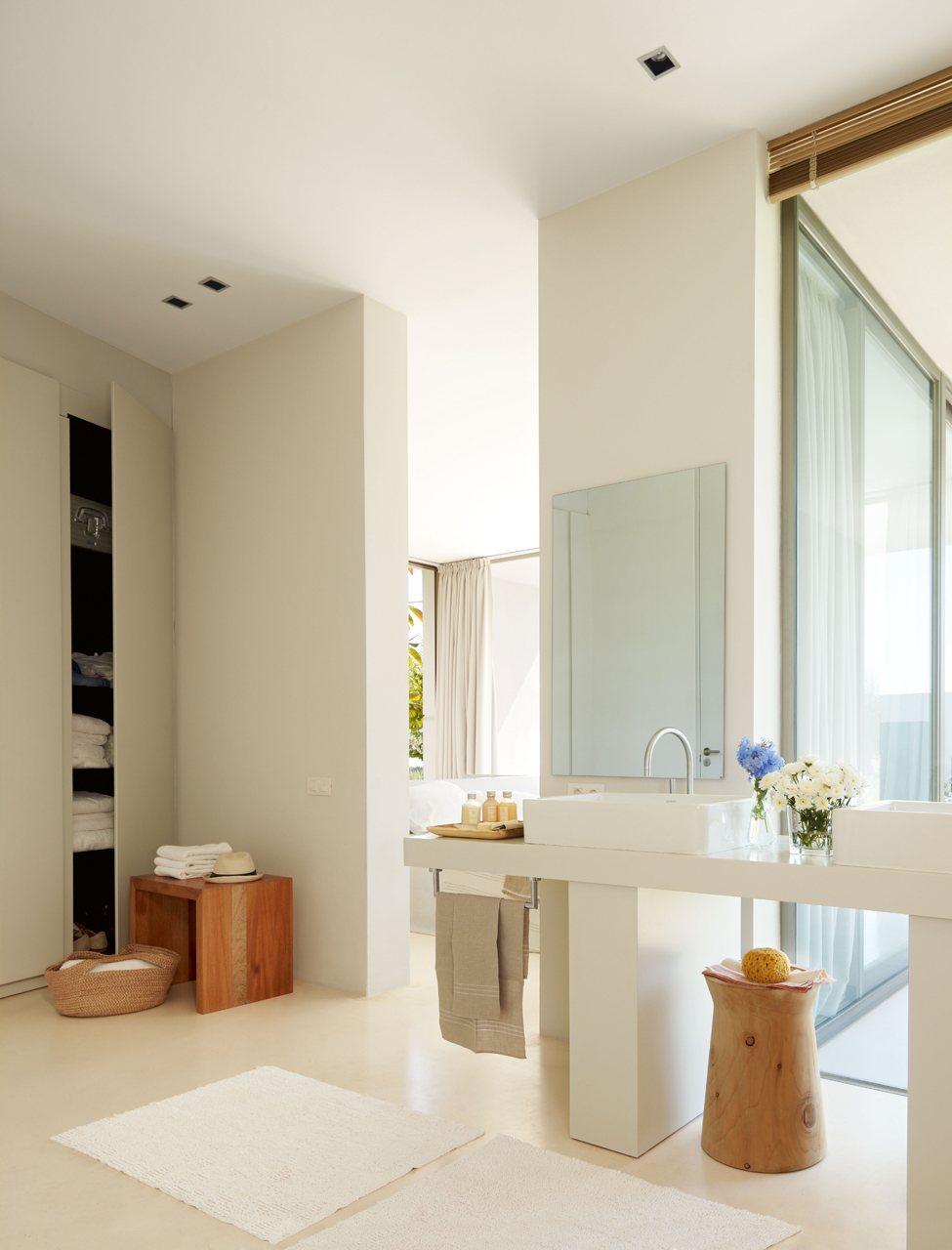 3 ba os abiertos al dormitorio for Armario ducha