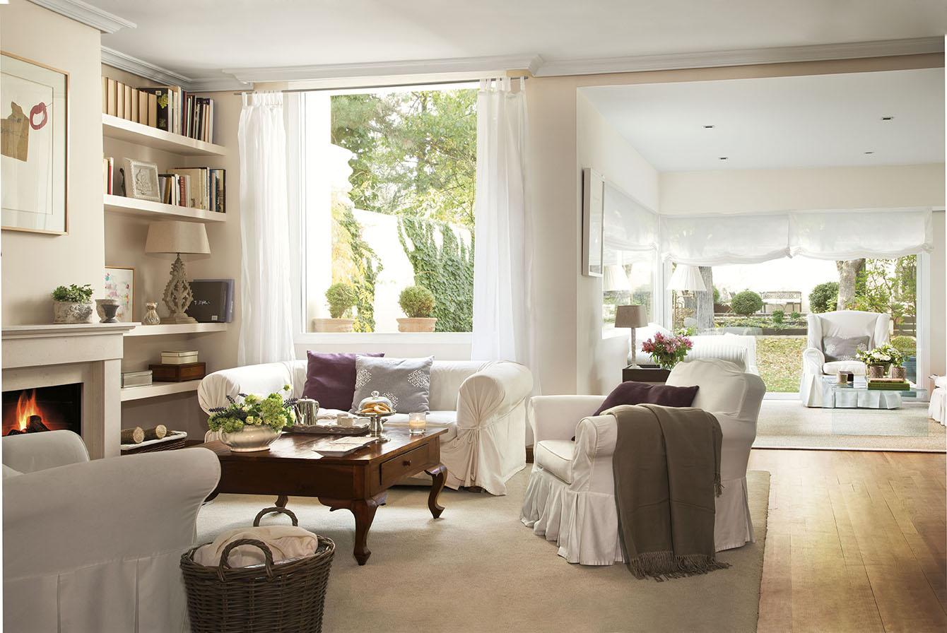 00312055. Amplio salón en dos espacios con sofás en blanco_00312055