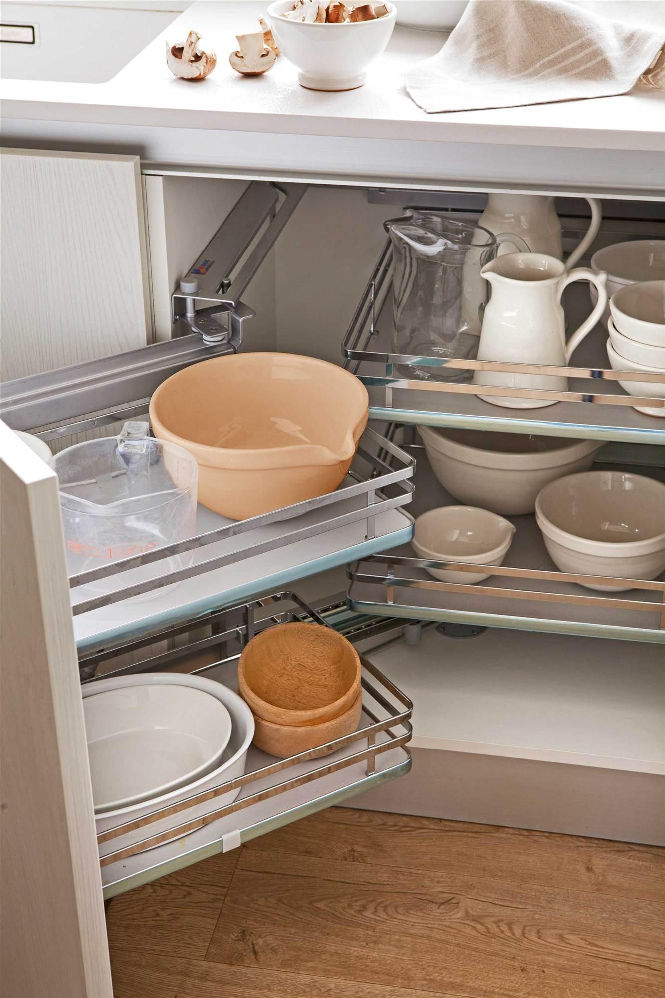 cocinas pequeas sistemas opt detalle de la vajilla guardada en