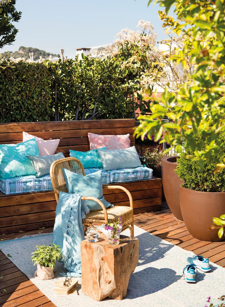 Terrazas peque as exteriores bien aprovechadas for Jardines con encanto ideas