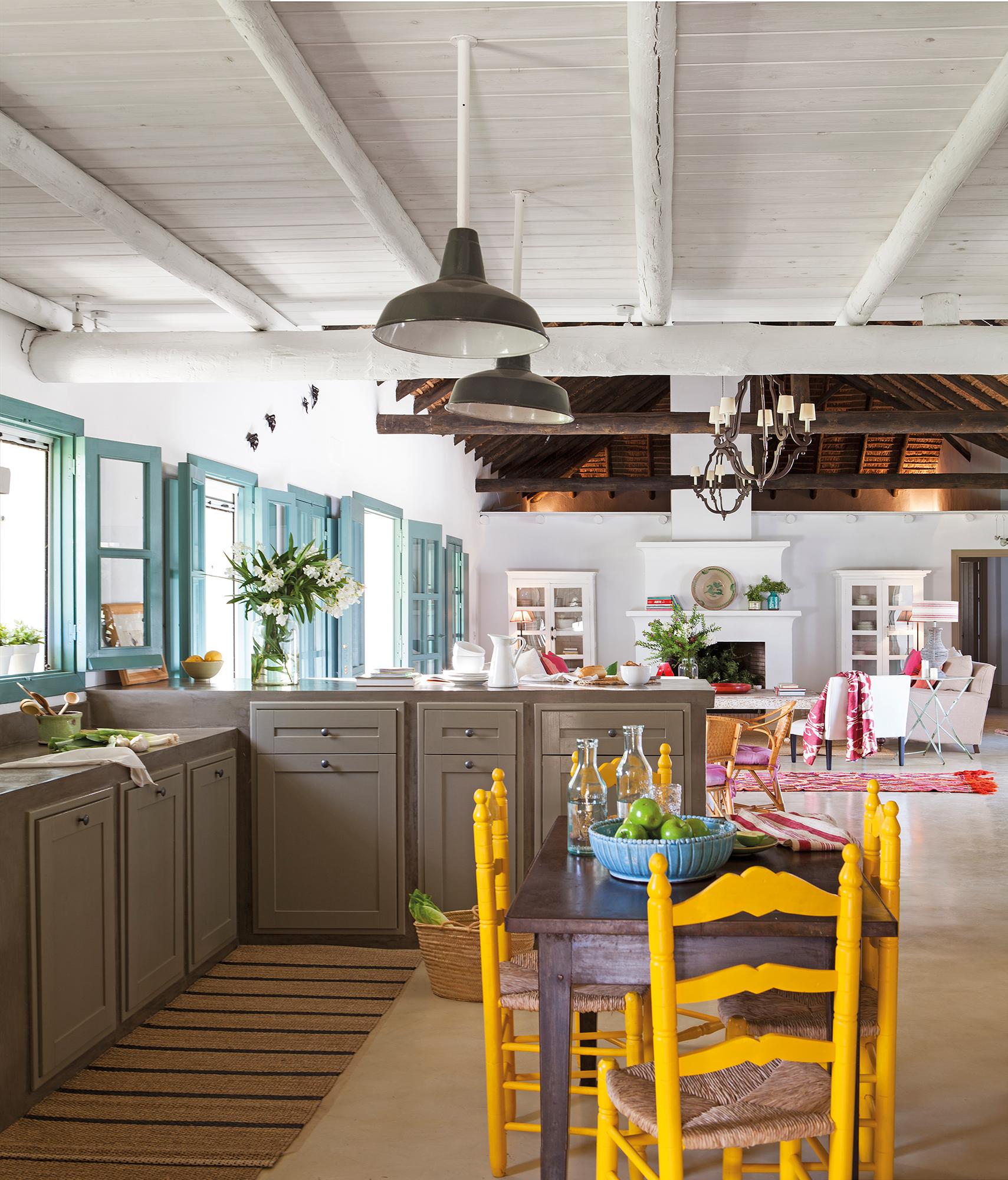Cocinas con color for Sillas de salon de diseno