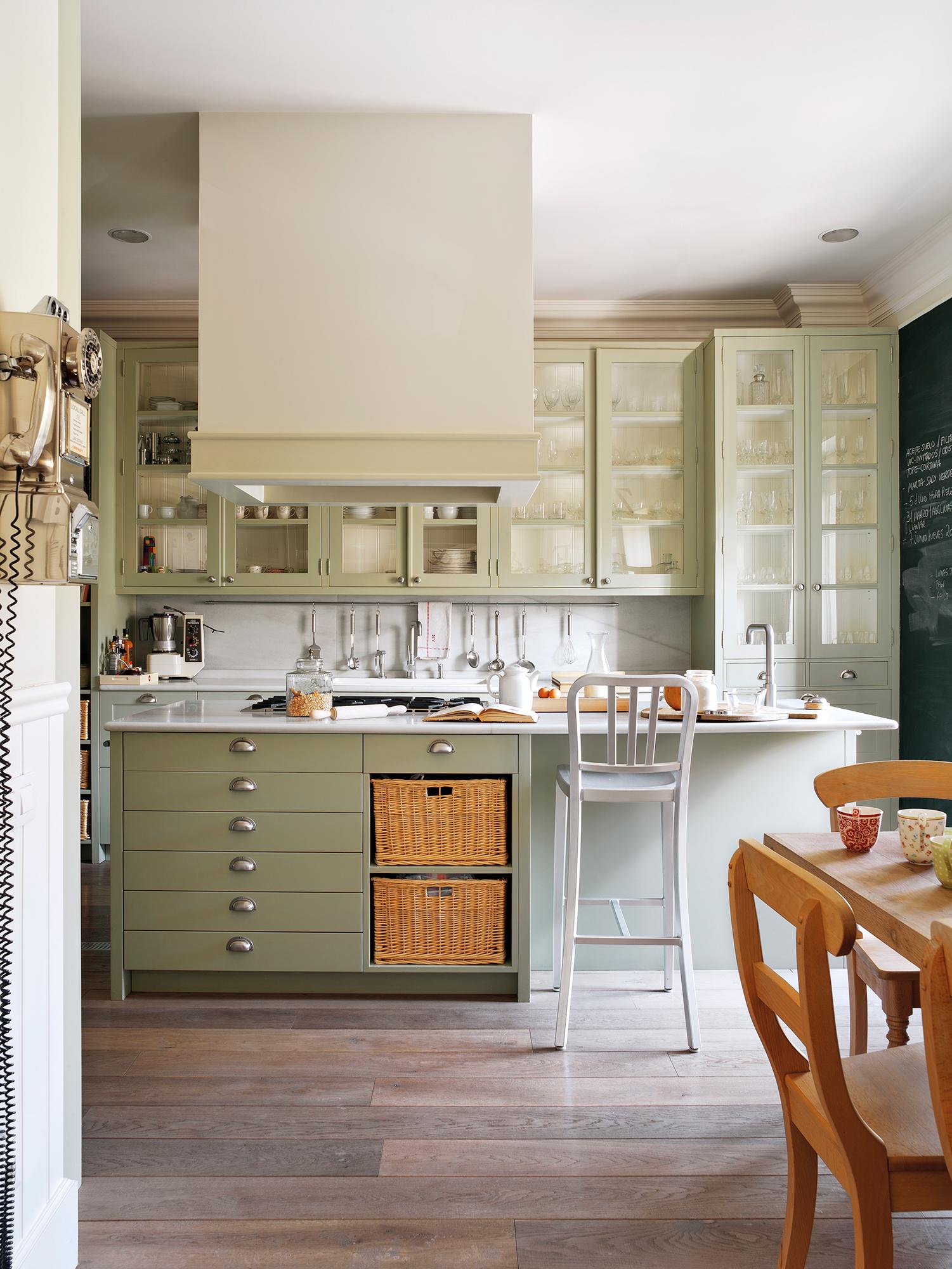 Cocinas con color for Cocinas con muebles