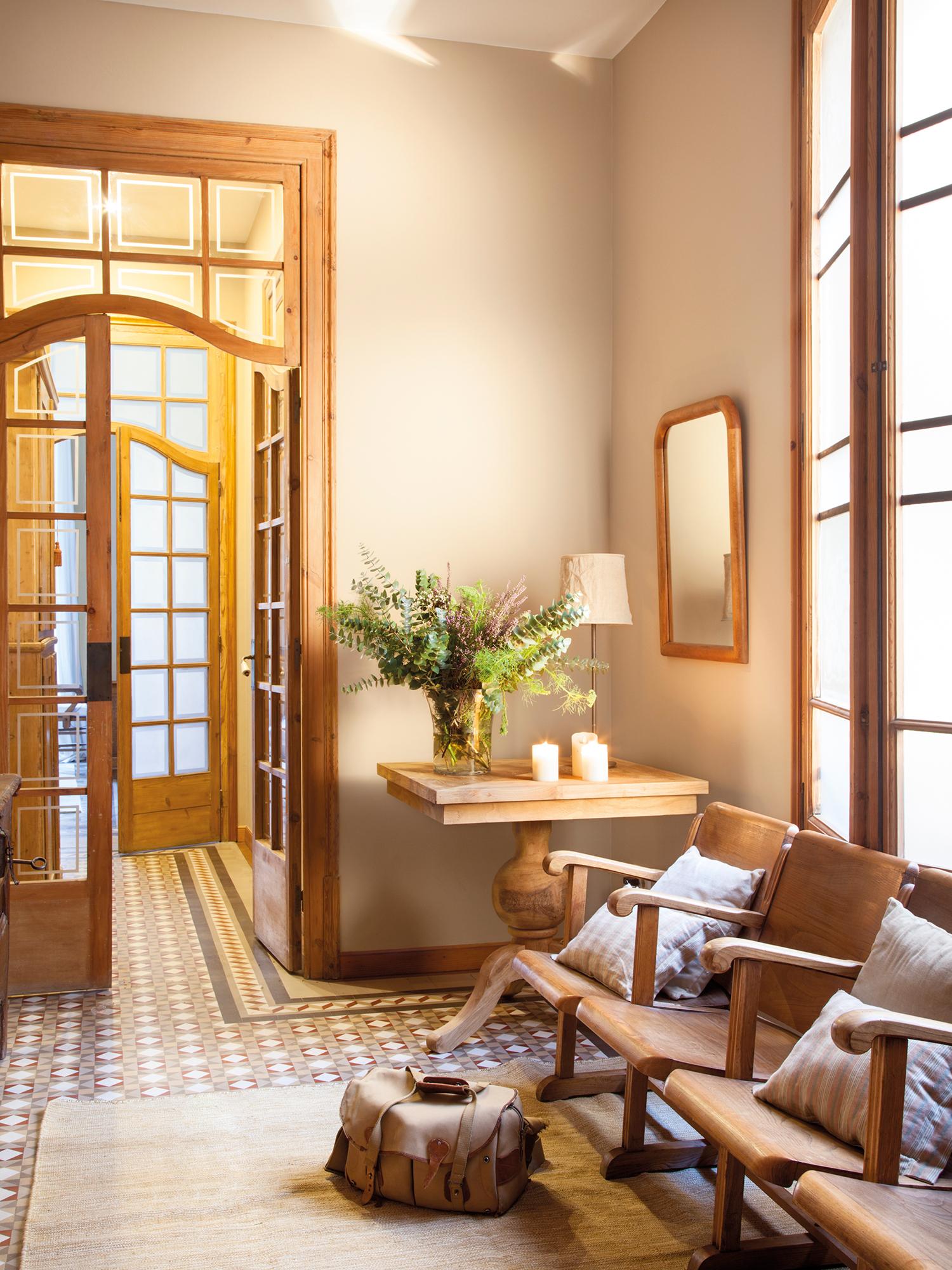 Puertas claves para renovarlas for Puertas con vidrieras decorativas
