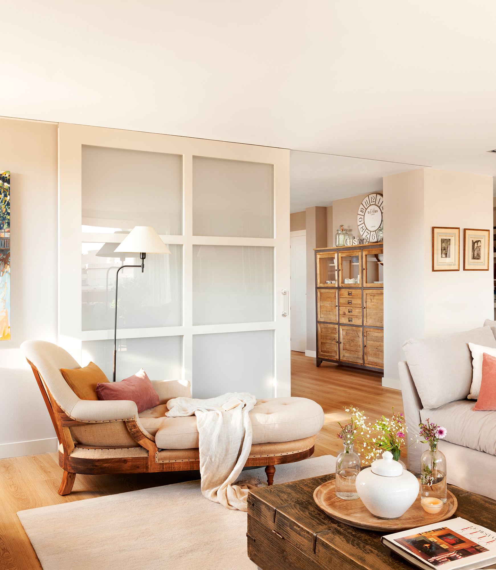 Puertas claves para renovarlas for Casas modernas con puertas blancas