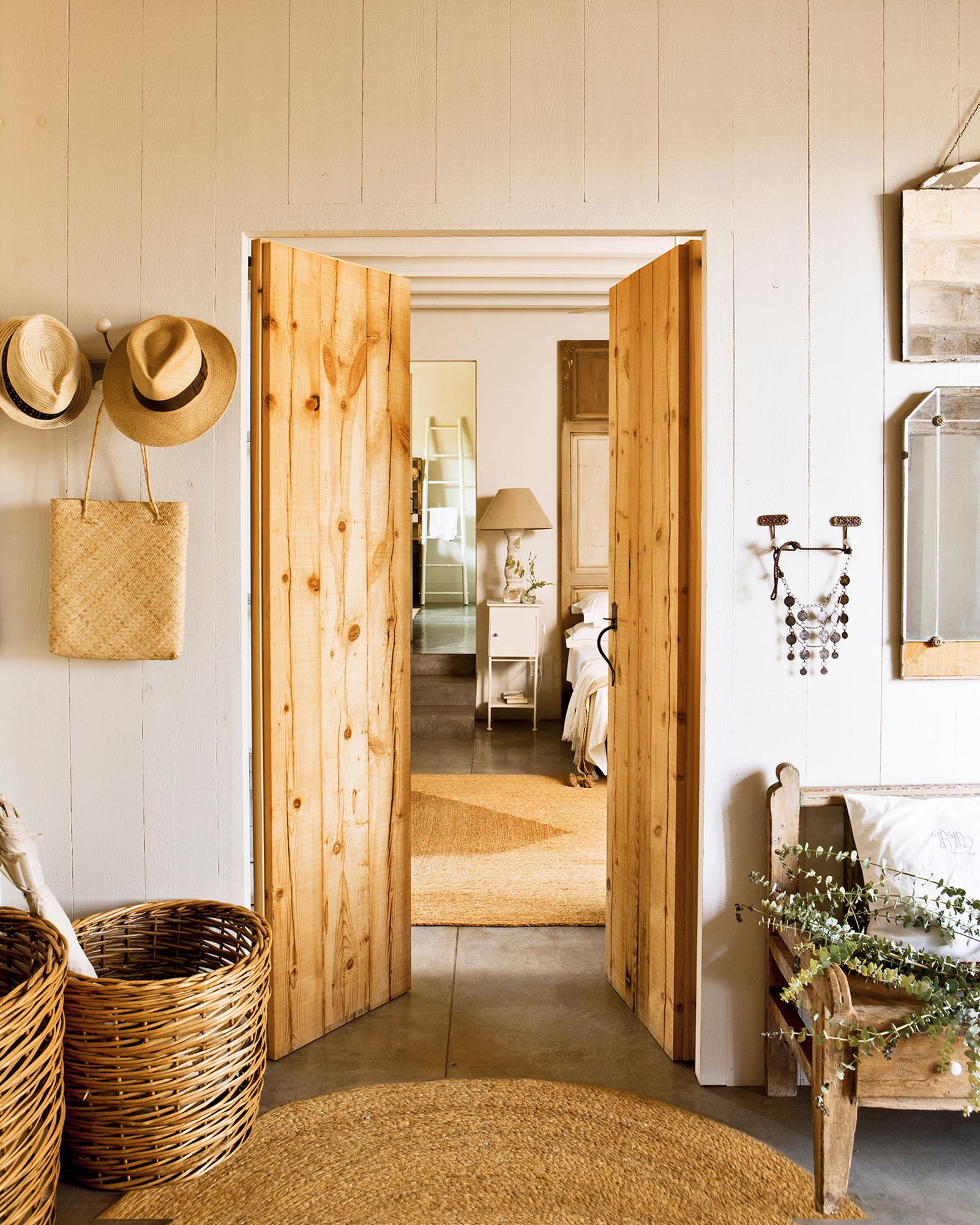 Puertas claves para renovarlas for Puertas de madera para dormitorios
