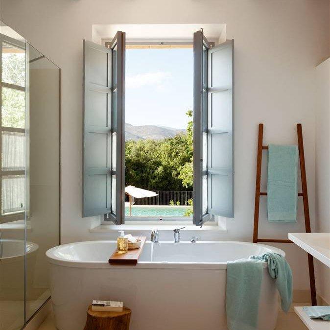 Trucos para compartir el ba o con comodidad for Colgar toallas ducha