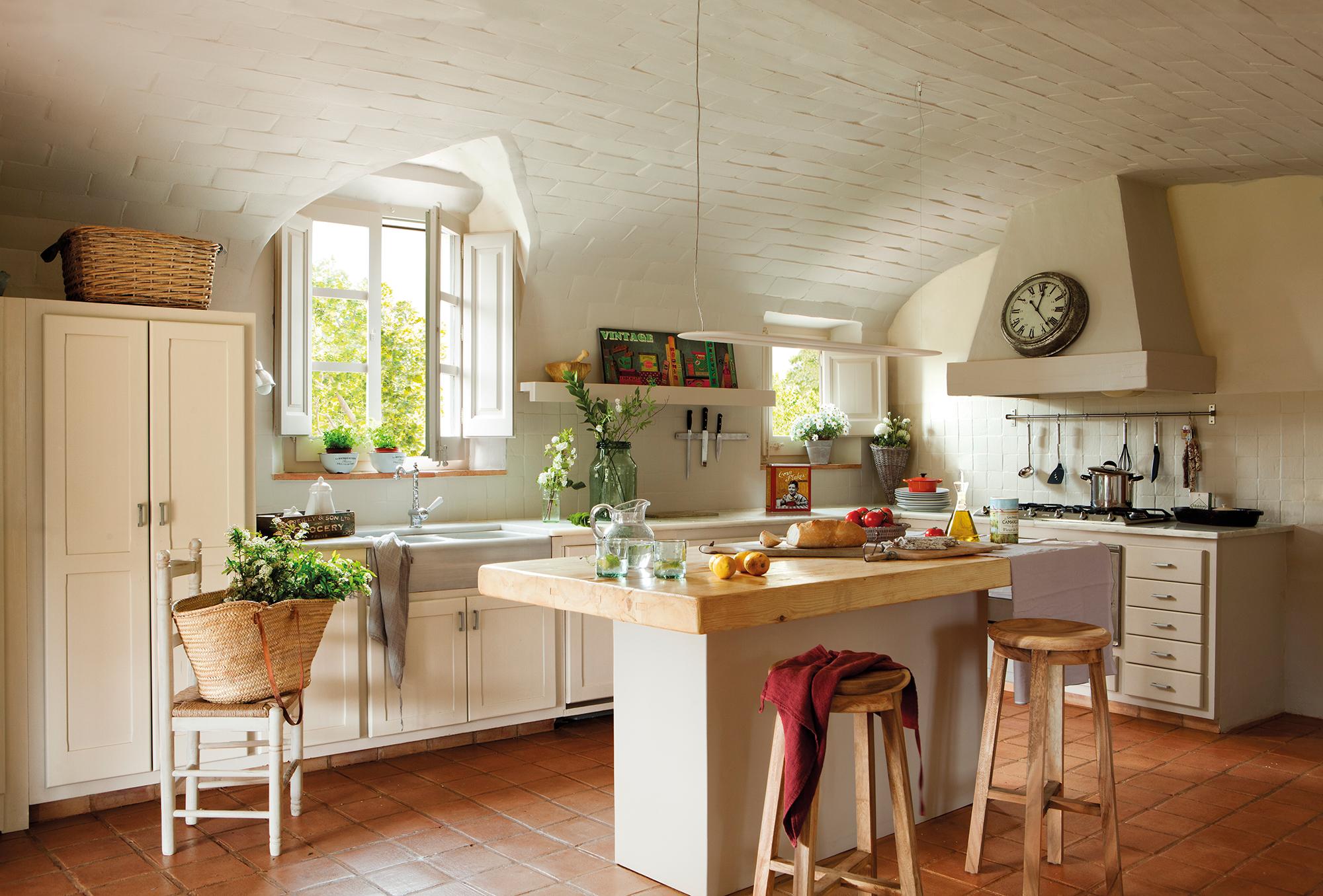 Cocina cuadrada beautiful espacios que inspiran una for Distribuir cocina cuadrada