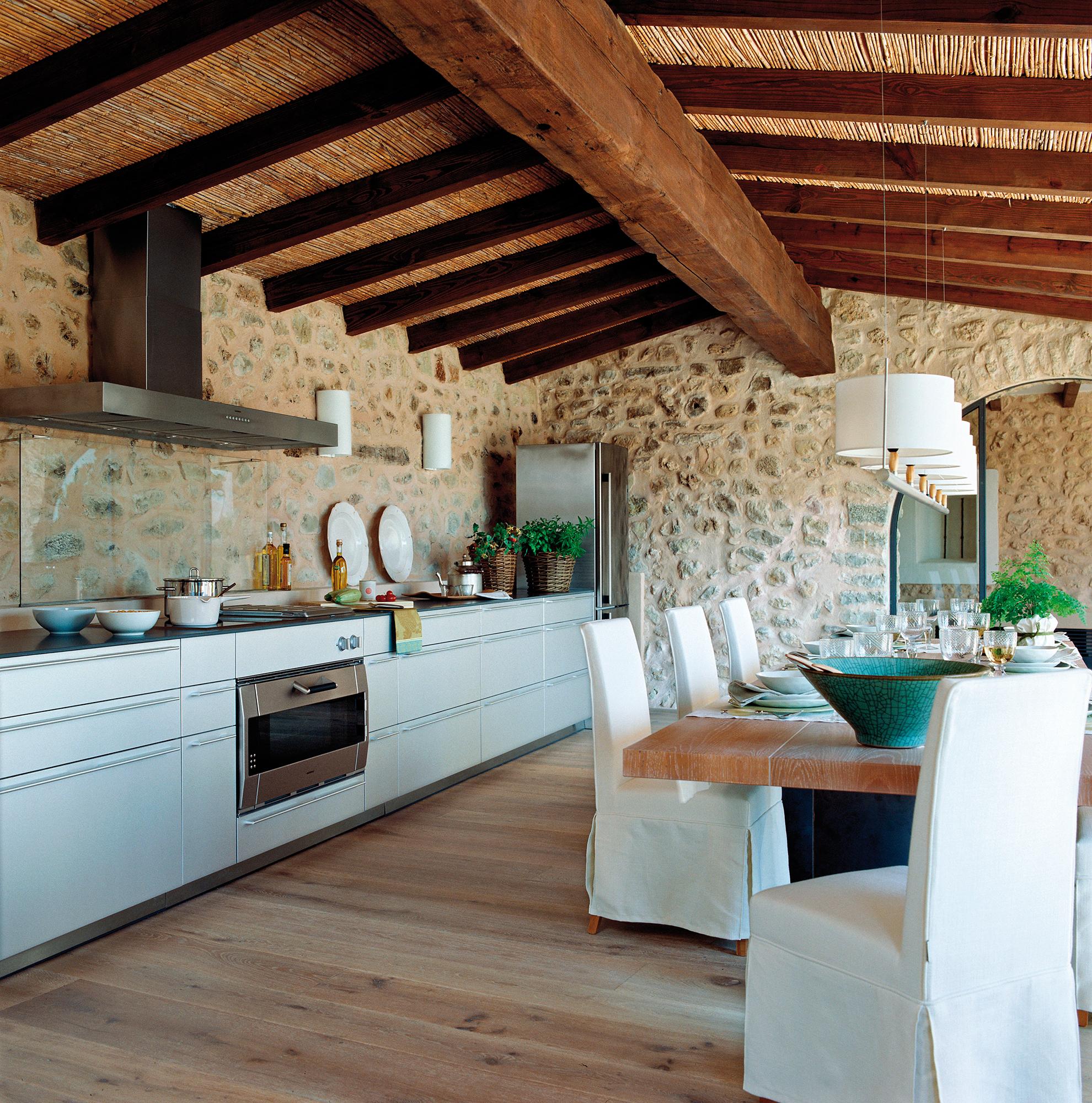 Cocinas las 50 mejores de el mueble for Cocinas rusticas mallorquinas