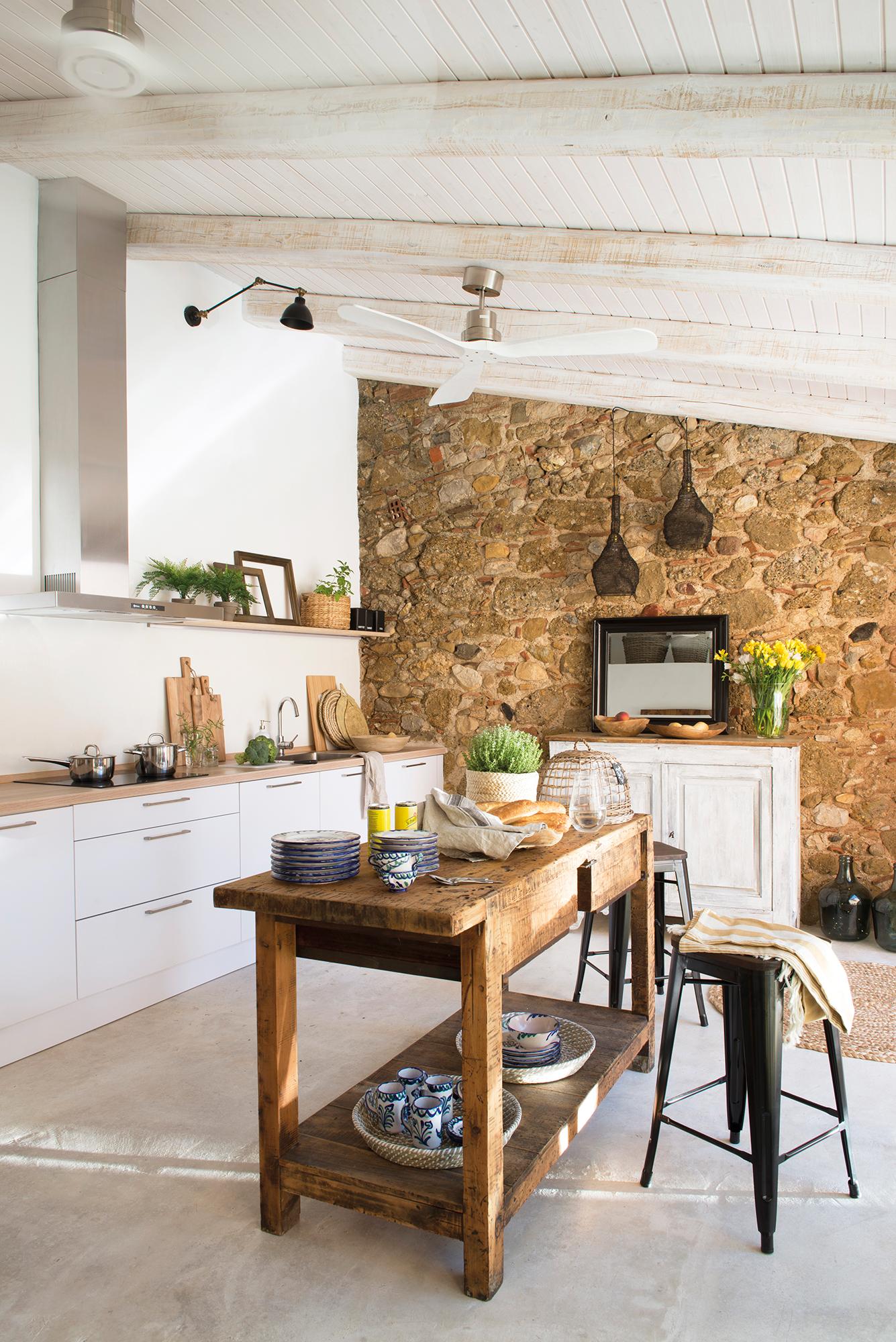 Cocinas las 50 mejores de el mueble for Sillas de cocina de diseno