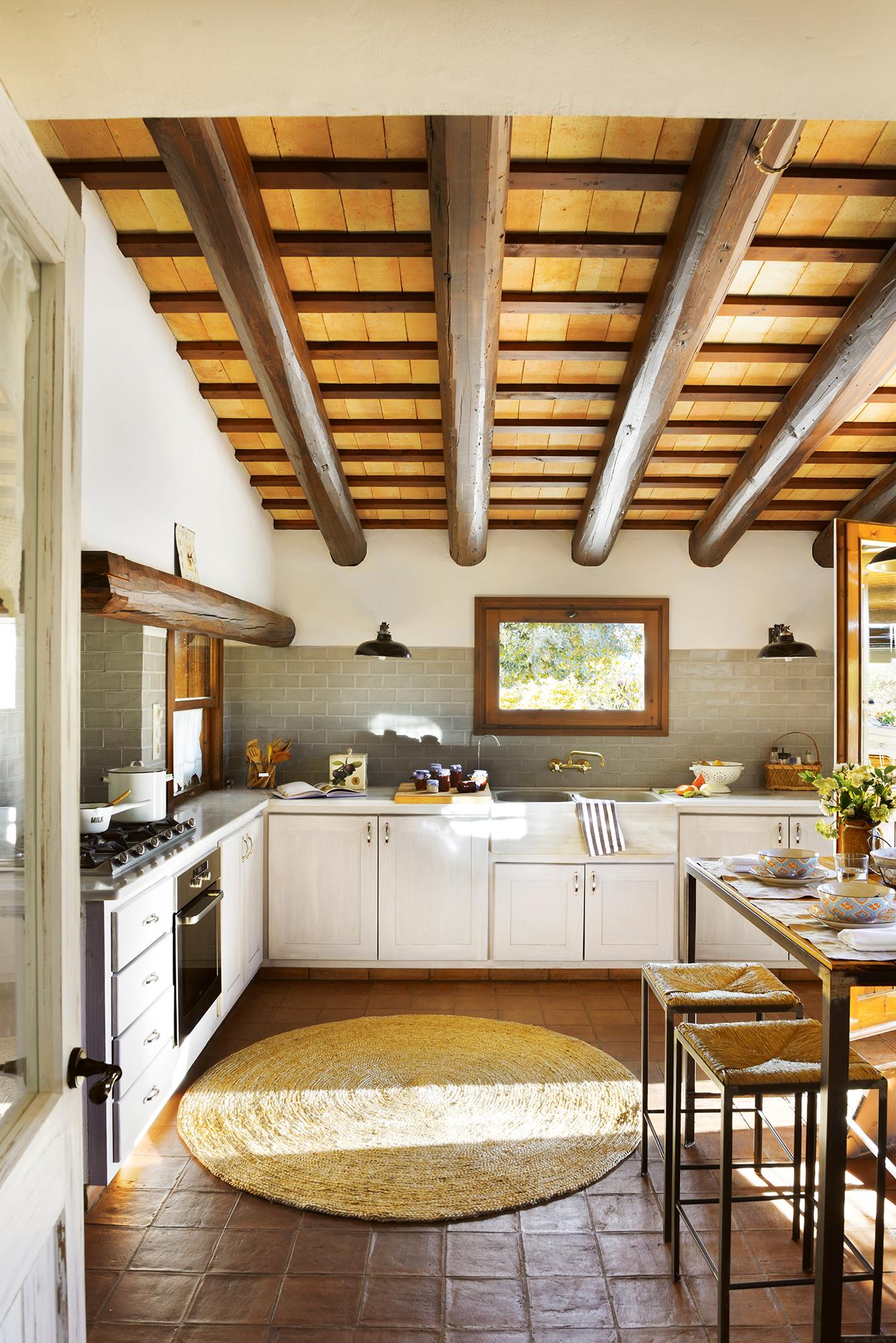 Cocinas las 50 mejores de el mueble - Como colocar vigas de madera ...