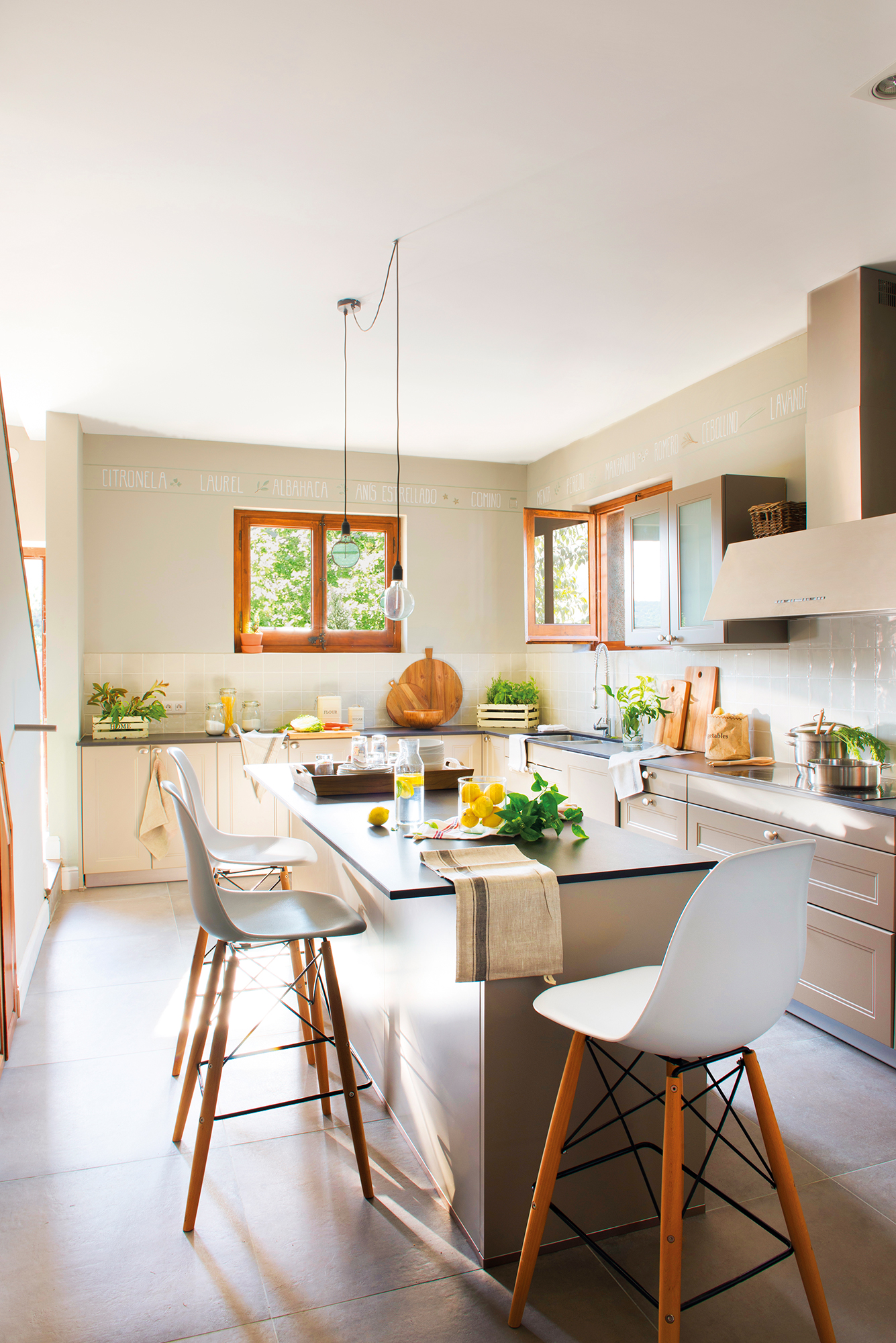 Cocinas muebles decoraci n dise o blancas o peque as - Cocina con isla central ...