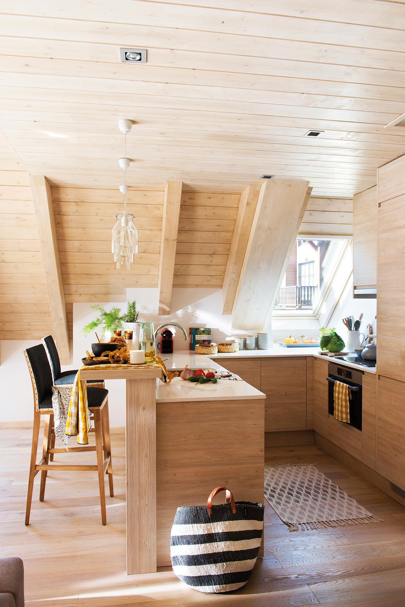 Cocinas las 50 mejores de el mueble for Barra cocina madera