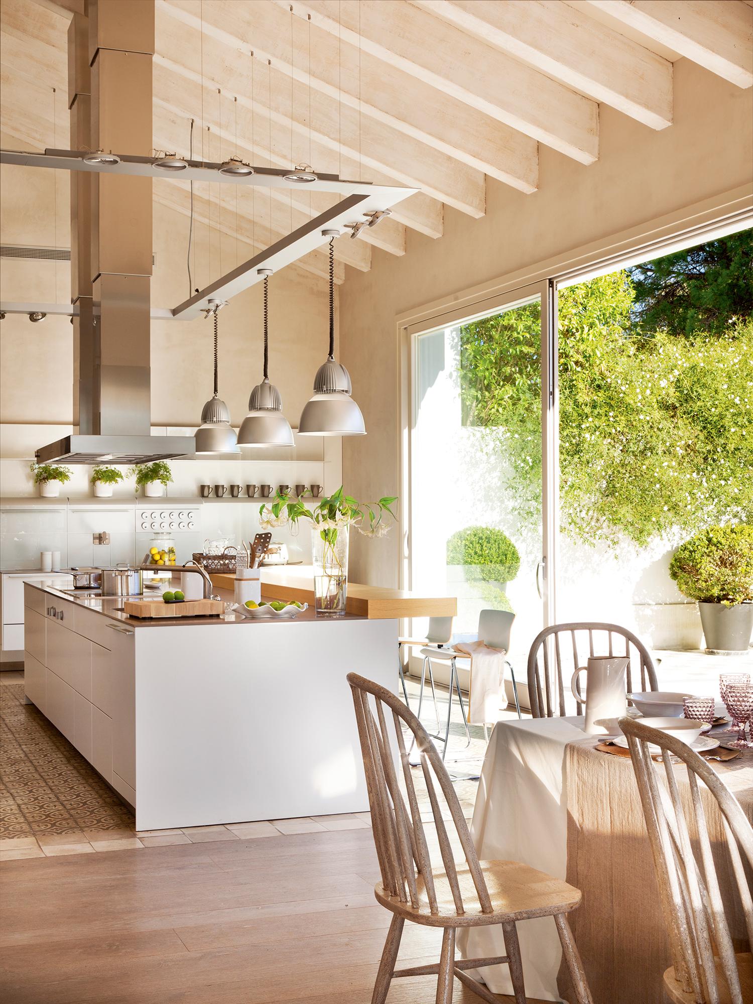Cocinas las 50 mejores de el mueble for Cocinas con vista al jardin