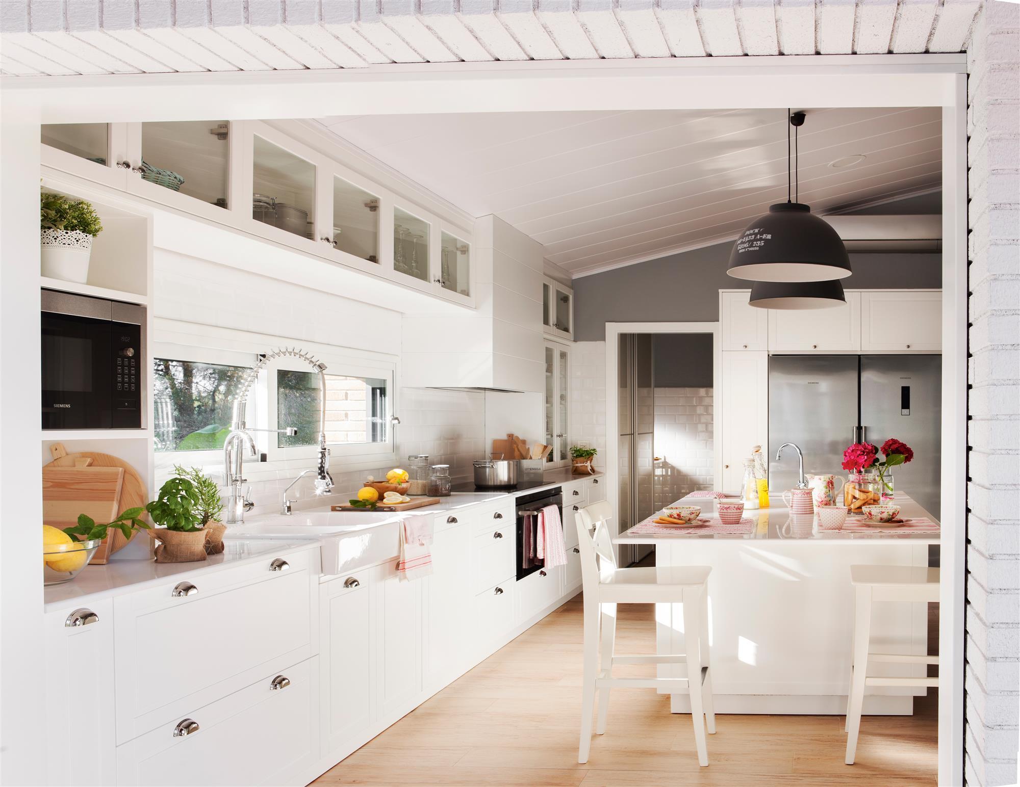Cocinas las 50 mejores de el mueble for Imagenes cocinas blancas