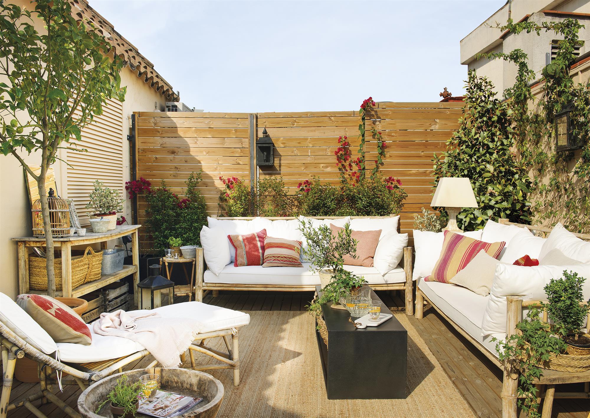 Terrazas muebles mesas e ideas para tu terraza el mueble for Cojines para hamacas