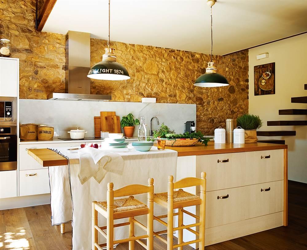Antiguo pajar reformado en el ampurd n - Cocinas con estilo ...