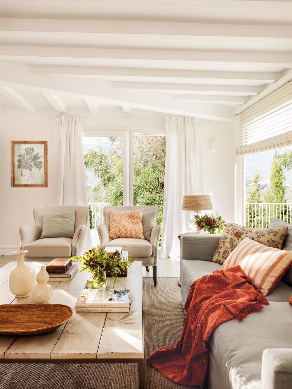 Salones con toques en rojo y naranja - Fotos de salones decorados de casas ...