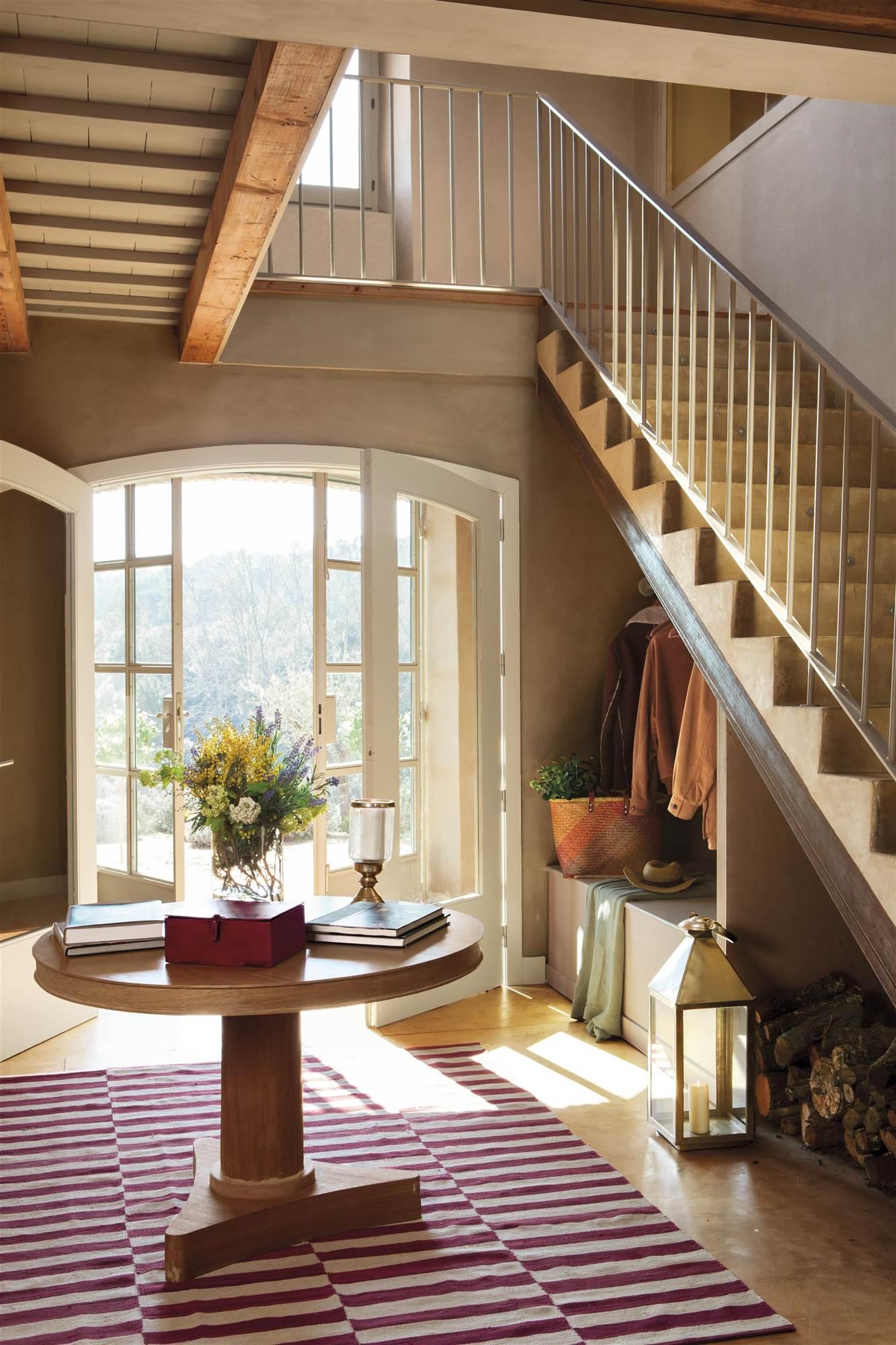Recibidores los mejores 50 de el mueble for Escaleras con alfombra