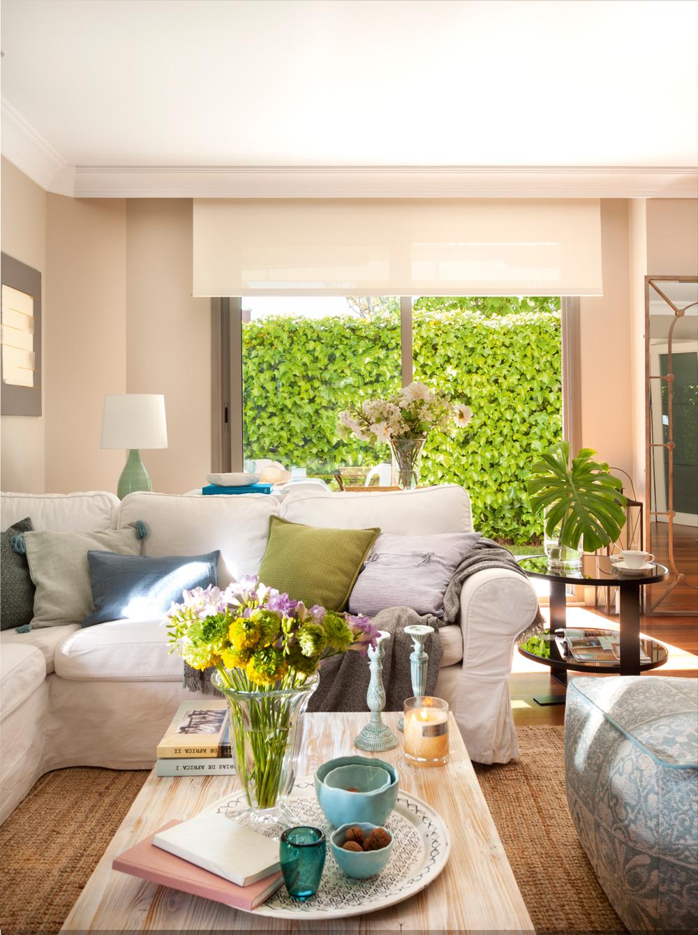 Salones con toques en verde y azul for Plantas salon decoracion
