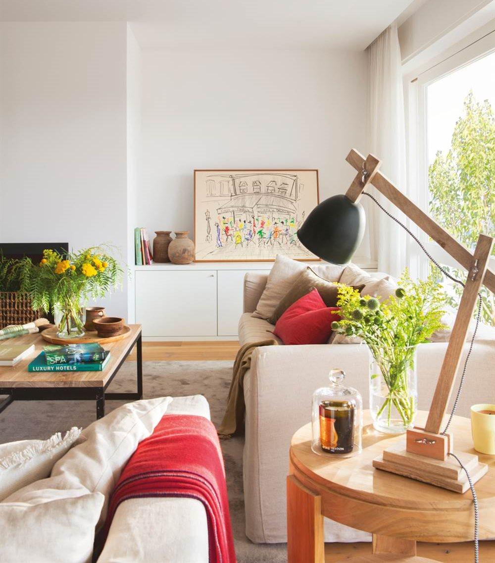 Salones con toques en rojo y naranja - Decoracion paredes blancas ...