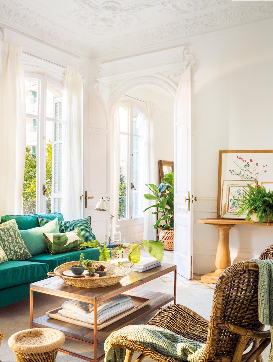 Salones con toques en verde y azul for Cortinas turquesas salon