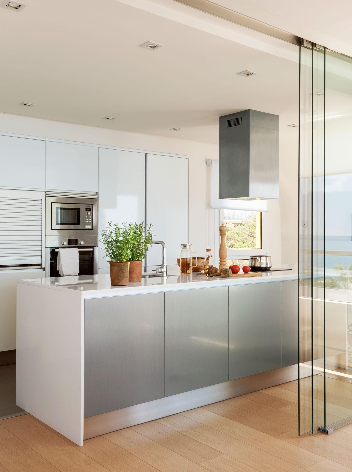 Puertas correderas de cristal de madera o empotradas - Cocinas de cristal ...
