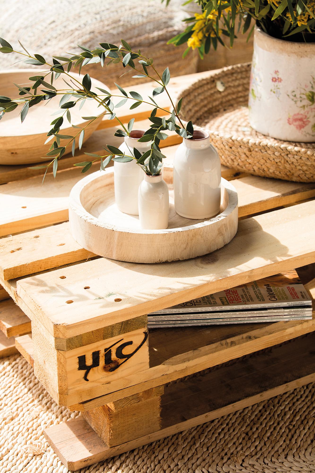 Jarrones 15 ideas para decorativas para tu casa - Como decorar una pared con madera ...