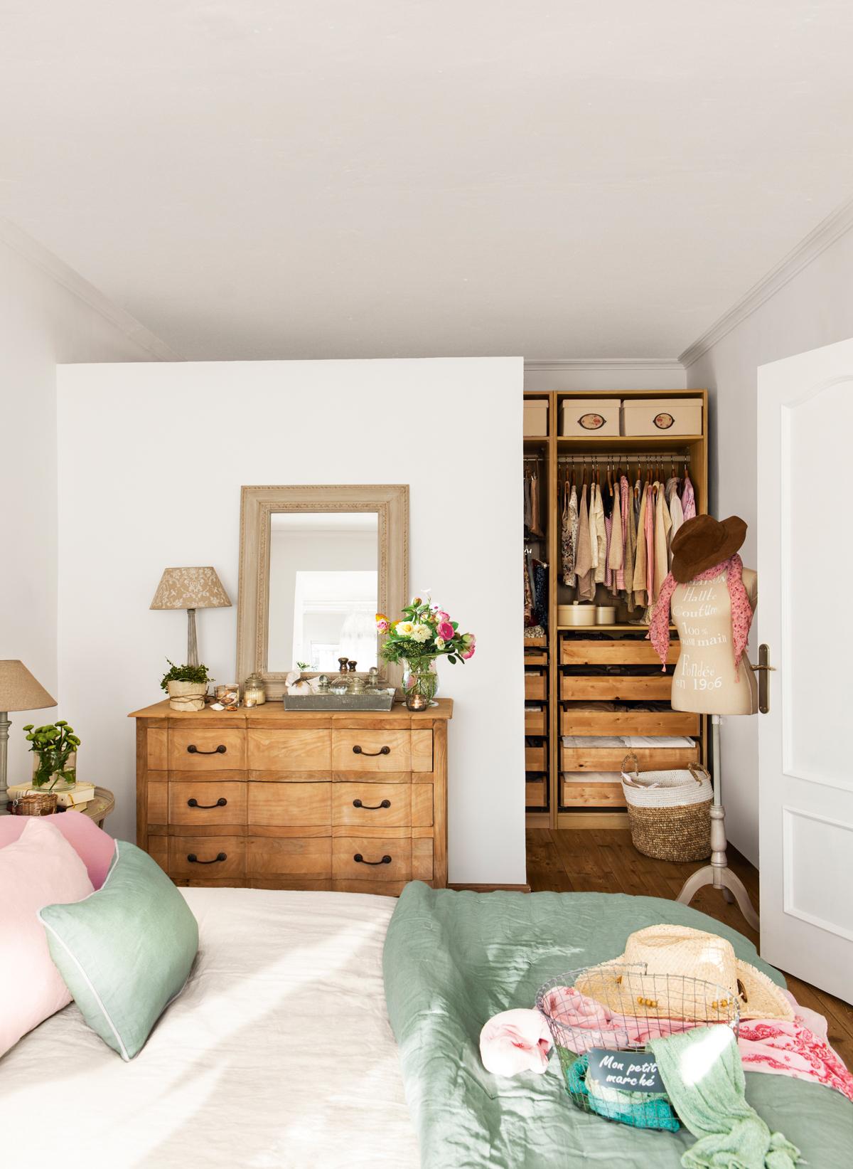 50 dormitorios principales para coger ideas for Cuartos decorados azul