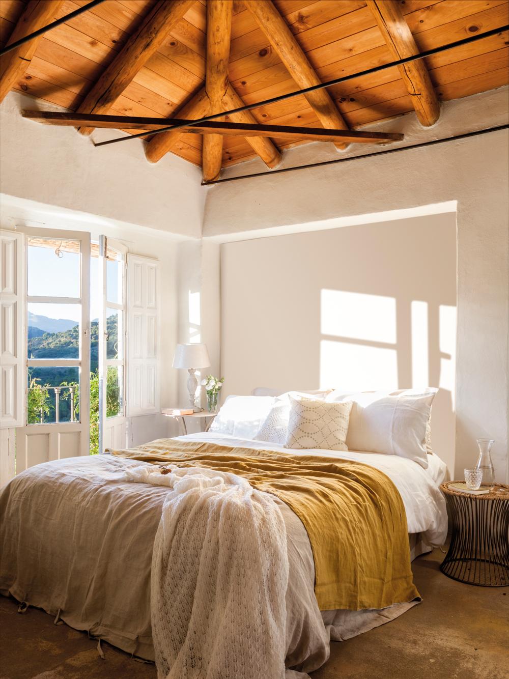 00437076. Dormitorio con hornacina a modo de cabecero 00437076