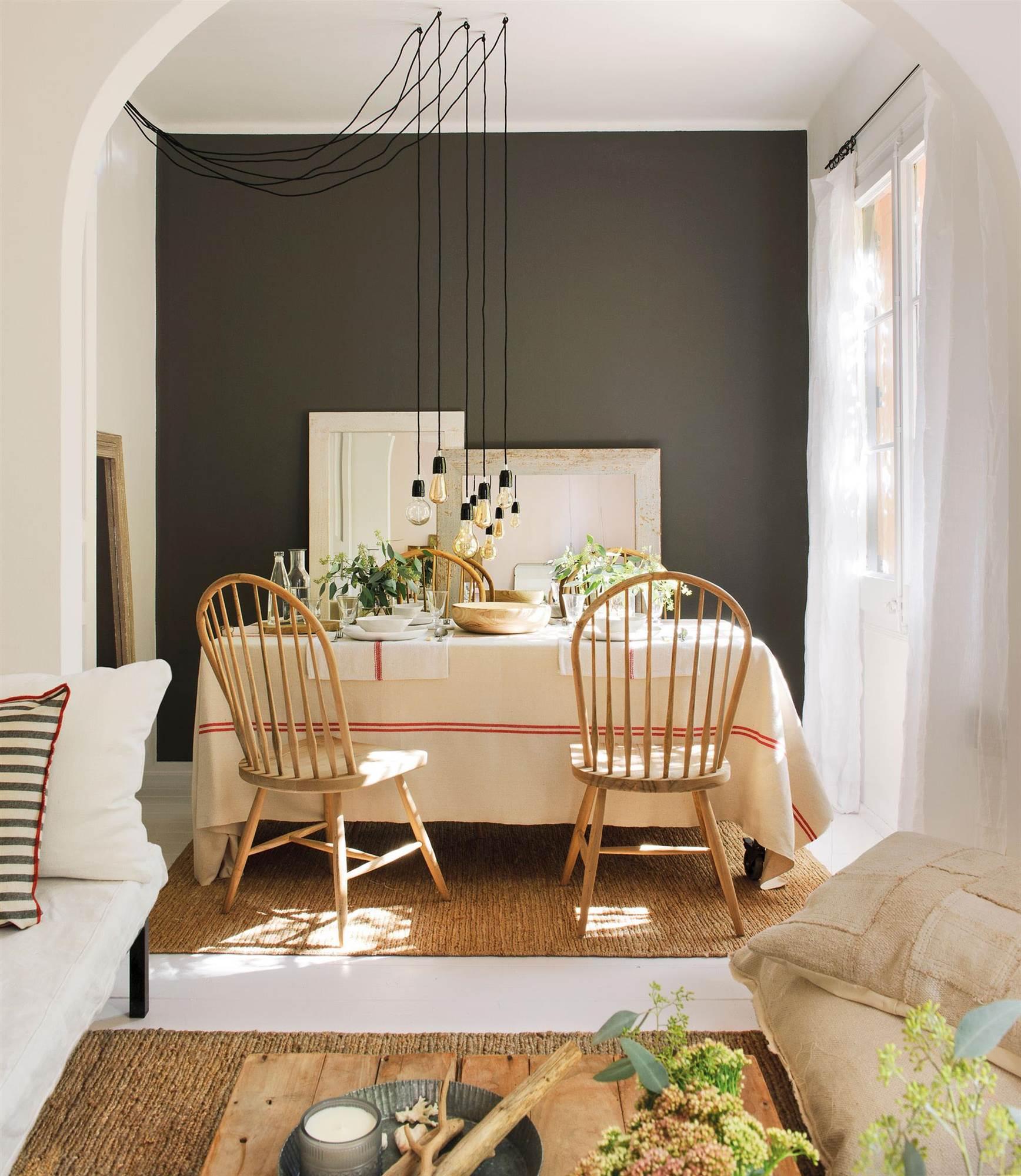 comedor con pared pintada de negro_ESCORPIO-00451210