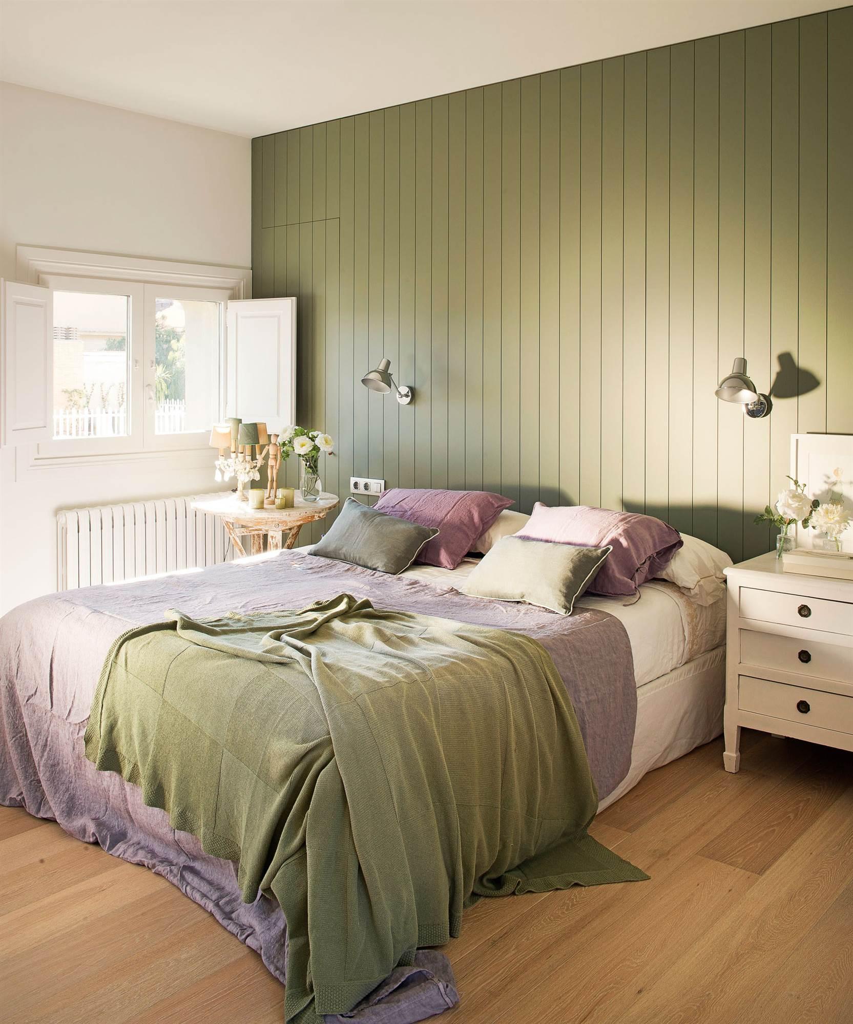 dormitorio con pared pintada de verde_TAURO-00359578