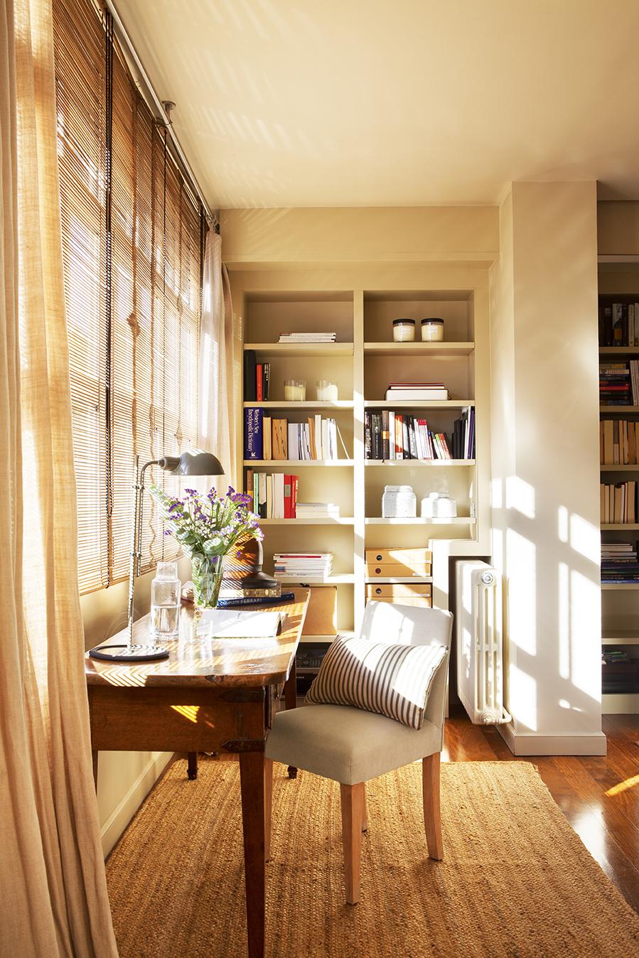Y este piso en barcelona vio la luz y nos encandil for Integrar escritorio en salon