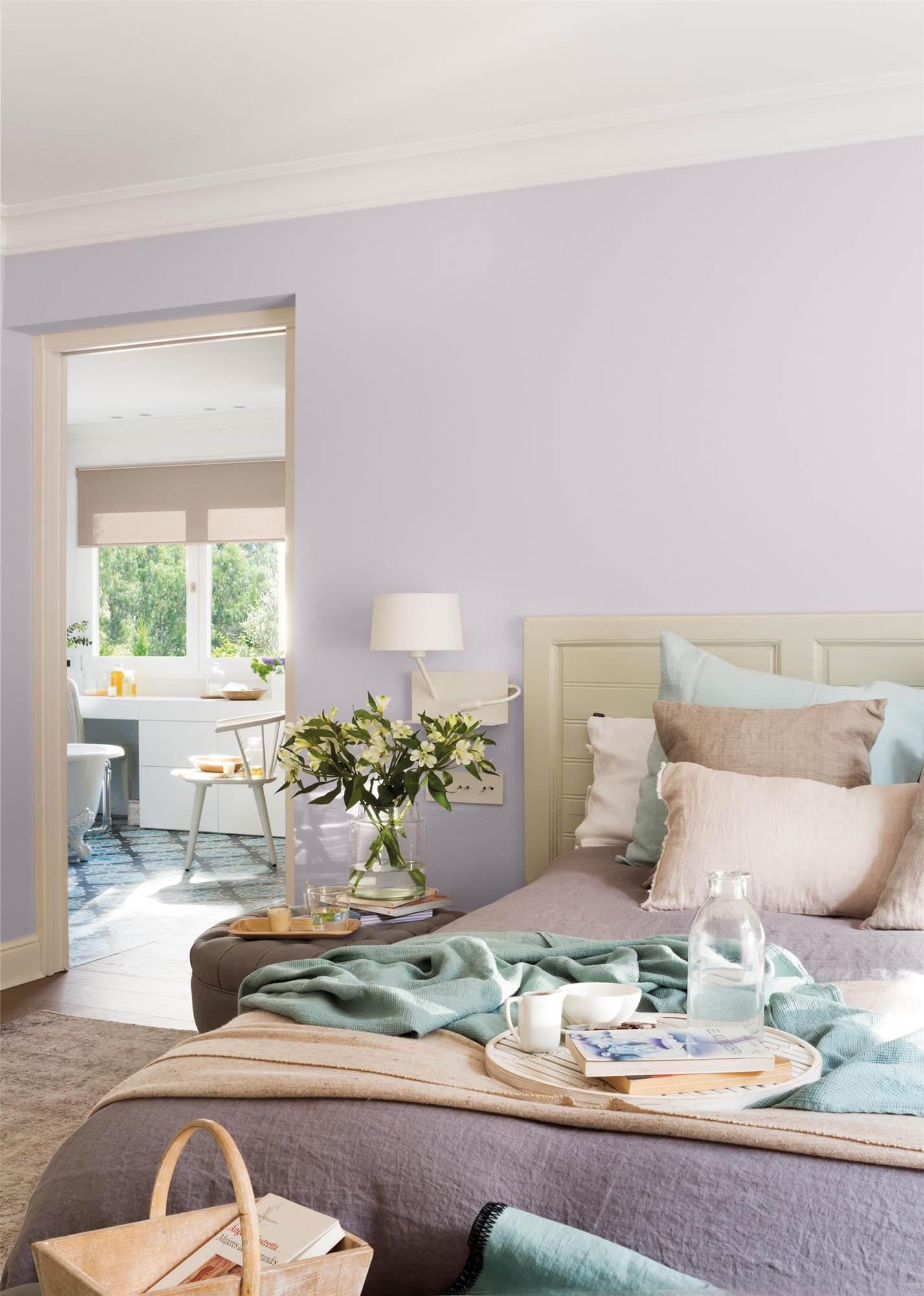dormitorio con pared lila_ARIES-LILA-RETOQUE-VIRGIN-00454990