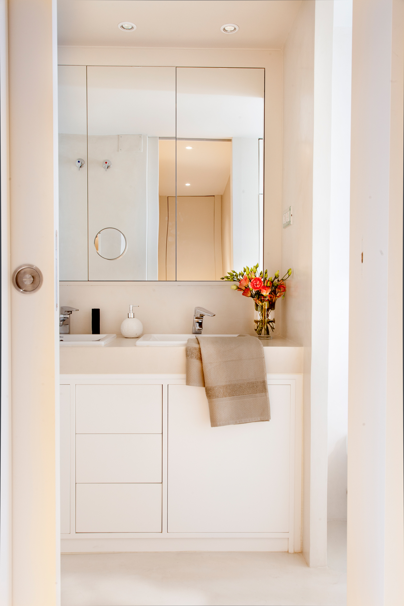 Mueble bajo lavabo pie cheap ikea esta lavabo da carcter al bao with mueble bajo lavabo pie - Armario bajo lavabo pie ...