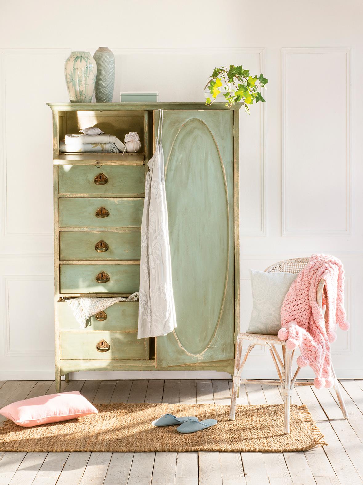 Como pintar un armario best ms de ideas increbles sobre for Como pintar muebles antiguos